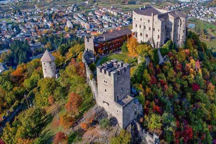 castel pergine che domina pergine valsugana nelle vicinanze del lago di caldonazzo