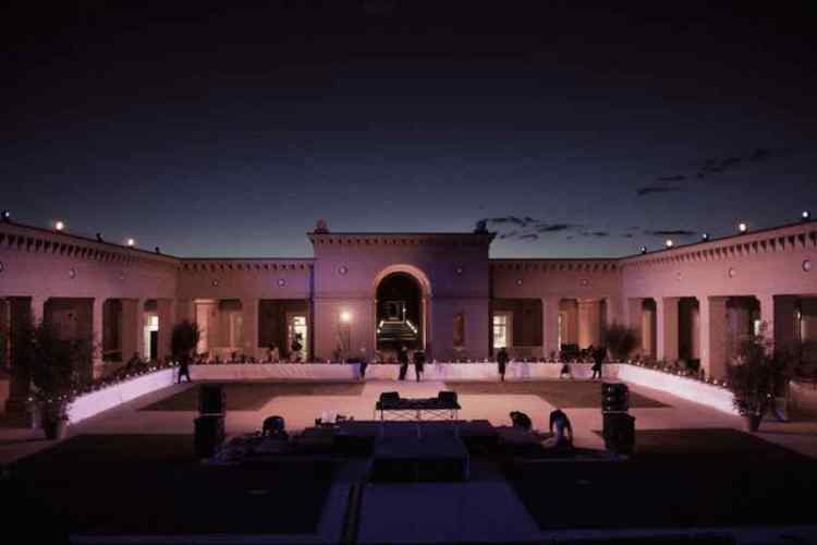 la corte centrale del labirinto di fontanellato allestita per un evento privato