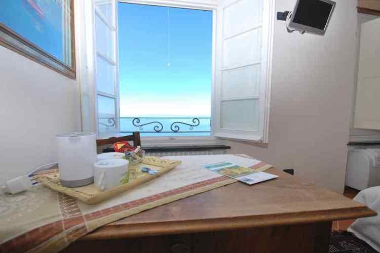 la stanza con vista della villa cielomare a camogli