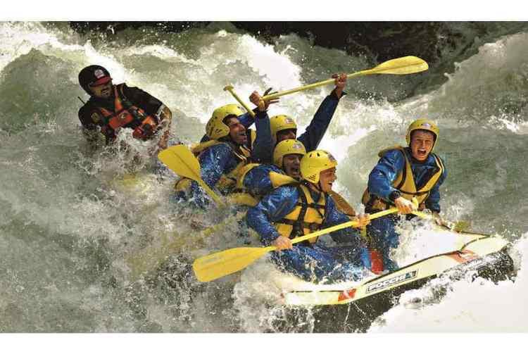 rafting nelle cascate delle marmore lungo le rapide del nera