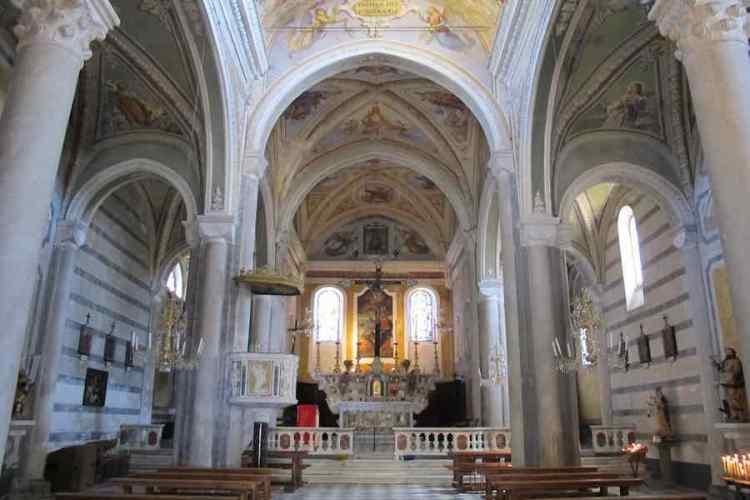 la chiesa di san pietro a corniglia nelle cinque terre