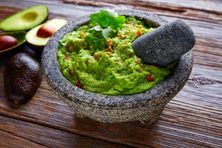 buonissimo guacamole pronto da servire a tavola