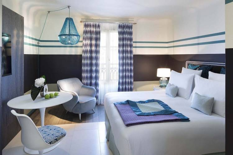 camera classica dell'hotel de paris uno dei migliori hotel a saint tropez