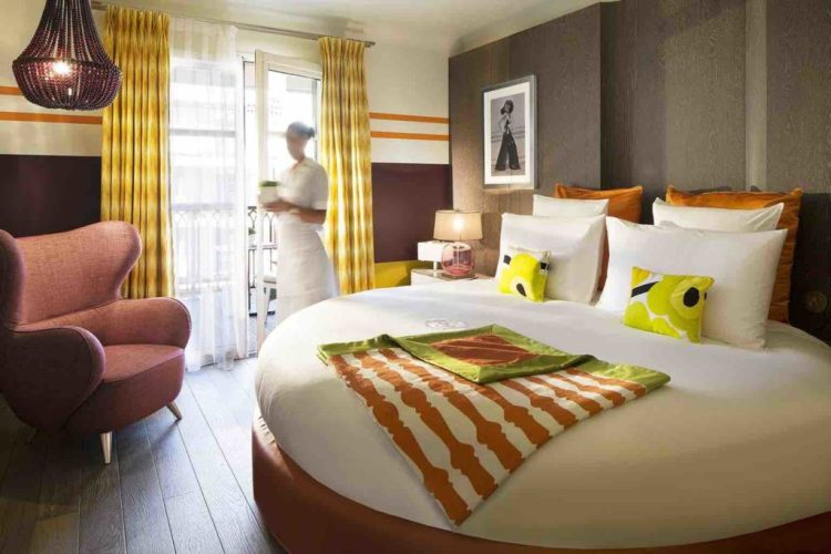 camera con terrazza dell'hotel de paris uno dei migliori hotel a saint tropez