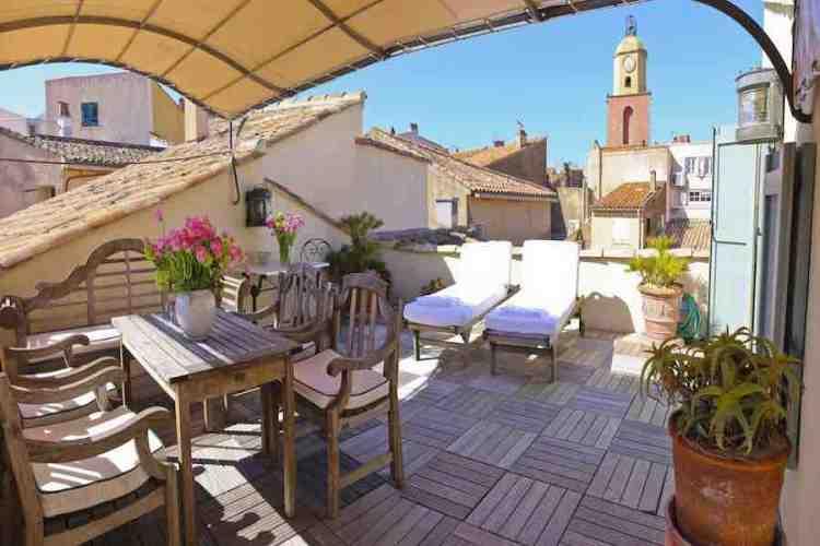 terrazza con vista centro storico dell'hotel de la ponche uno dei migliori hotel a saint tropez