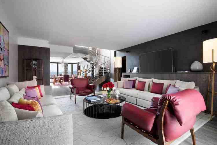 una delle suites dell'hotel de paris uno dei migliori hotel a saint tropez