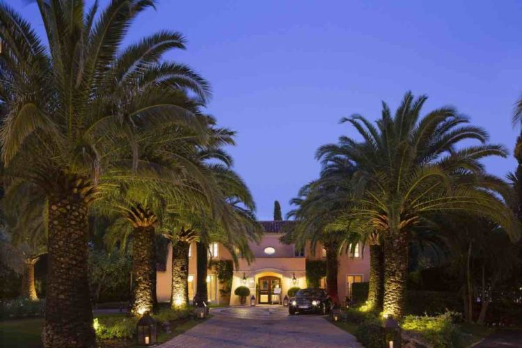 l'entrata de la bastide de Saint-Tropez, uno dei migliori hotel a saint tropez