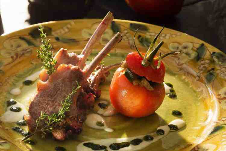 un piatto de la bastide de Saint-Tropez, uno dei migliori hotel a saint tropez