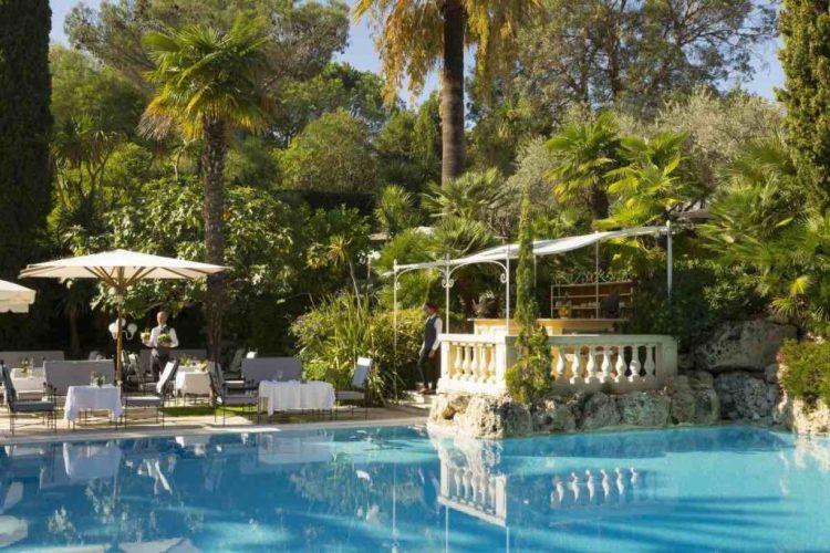 la piscina de la bastide de Saint-Tropez, uno dei migliori hotel a saint tropez