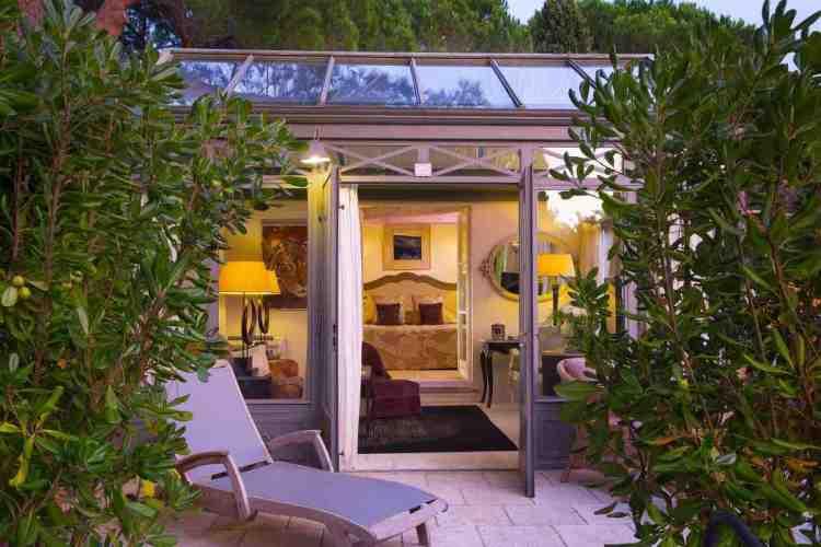 esterno di una suite de la bastide de Saint-Tropez, uno dei migliori hotel a saint tropez