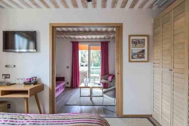 dettaglio di una suite dell'hotel le mouillage uno dei più begli hotel a saint tropez