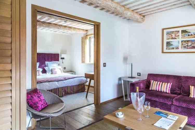 una suite dell'hotel le mouillage uno dei più begli hotel a saint tropez