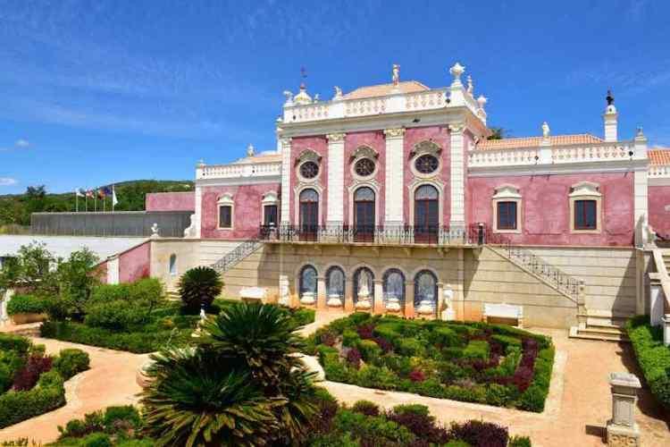 il palazzo rosa di estoi