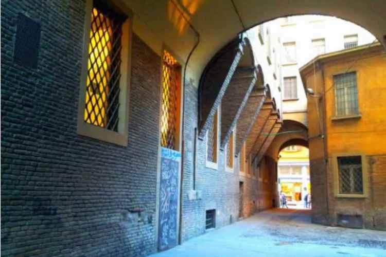 il ghetto ebraico nel cuore del centro storico di bologna
