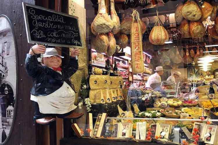 una botteghella del quadrilatero nel cuore del centro storico di bologna