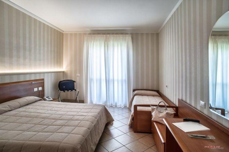 camera famigliare hotel villa giulia vicino aeroporto di ciampino