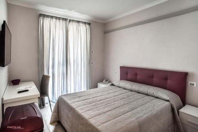 camera hotel villa giulia vicino aeroporto di ciampino