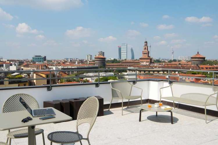 la terrazza panoramica del B&B milano city center duomo