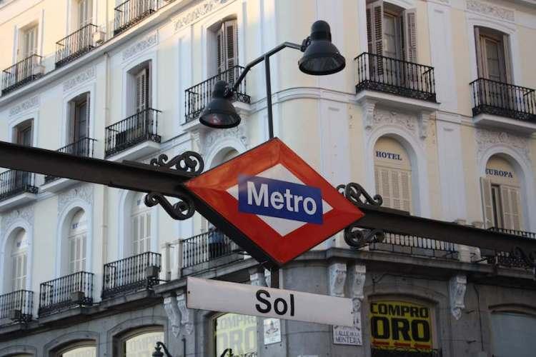 la fermata della metro sol a madrid