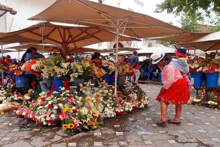 il mercato dei fiori di cuenca in ecuador