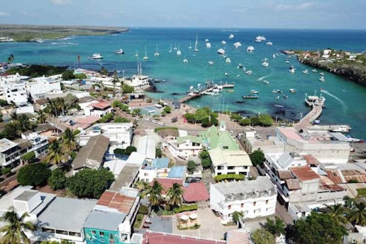 puerto ayora galapagos ecuador