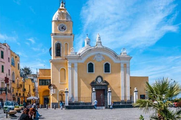 la chiesa di santa maria della pieta a procida