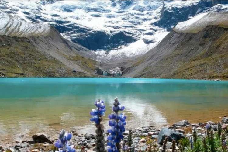 la laguna di huamantay nella regione di cuzco
