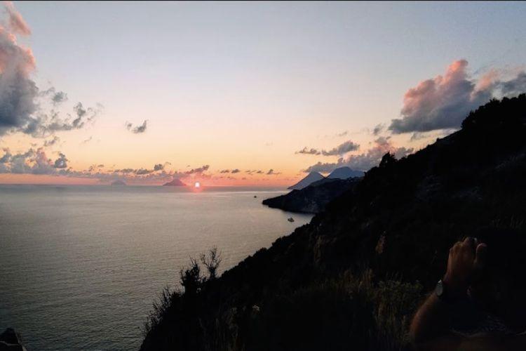 panorama dal belvedere dell'osservatorio di lipari al tramonto