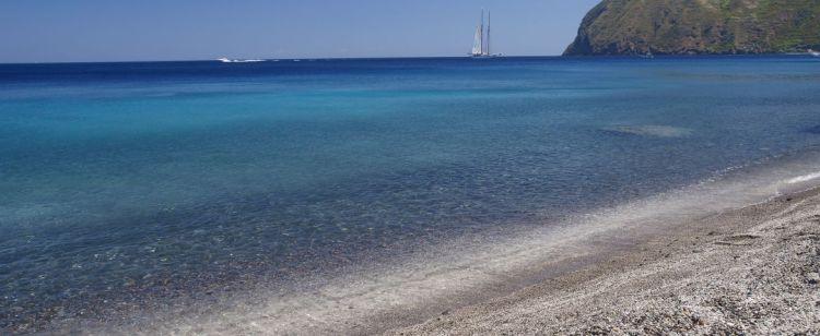 la spiaggia di canneto di lipari nelle isole eolie