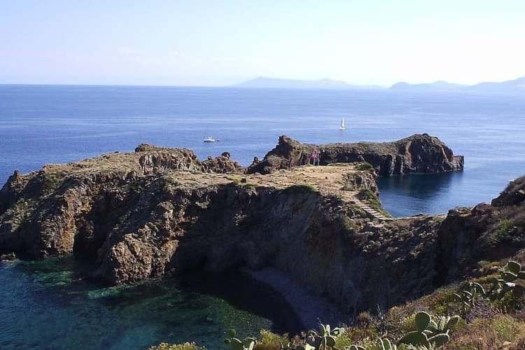 il promontorio di punta milazzese a panarea arcipelago eolie