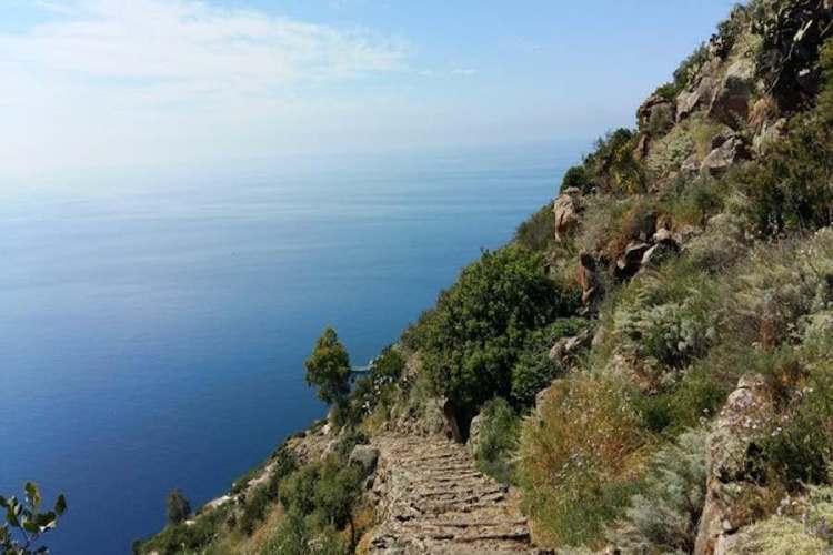 trekking al monte filo dell'arpa alicudi isole eolie