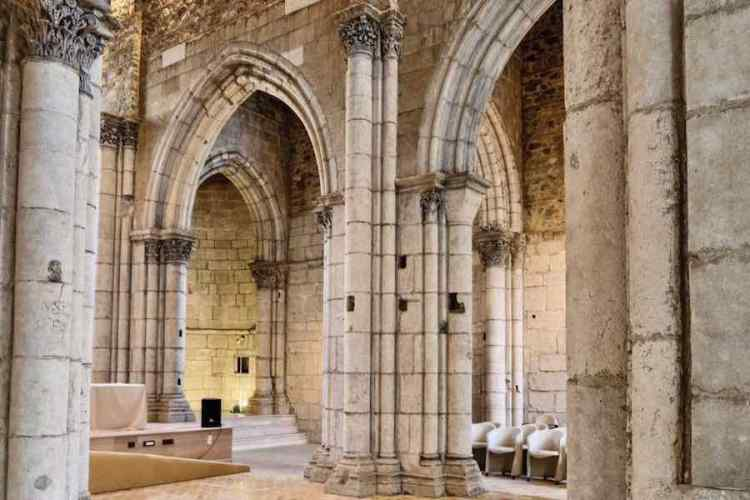 L'interno della chiesa di santa maria alemanna a messina sicilia