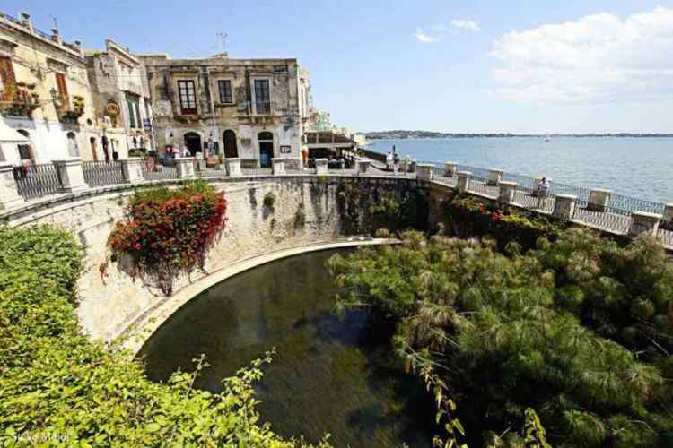 la fonte aretusa a siracusa sicilia