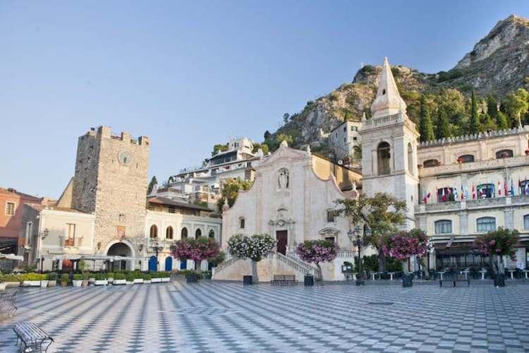 piazza ix aprile terrazza panoramica di taormina sicilia