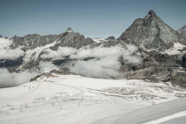 sci estivo sul ghiacciaio tedulo
