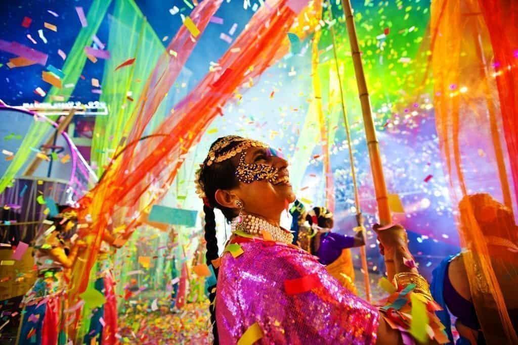 Parata-Chingay-2014 L'anno del Maiale si festeggia a Singapore