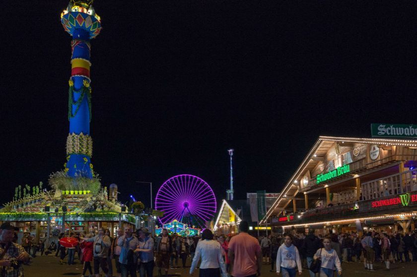 Cannstatter Volkfest in notturna