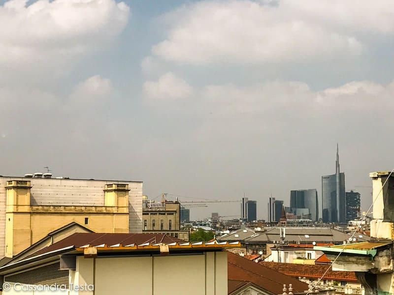 Lo skyline di Milano dalla passerella di Highline Galleria