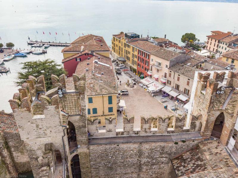 Centro storico di Sirmione dalla Rocca Scaligera