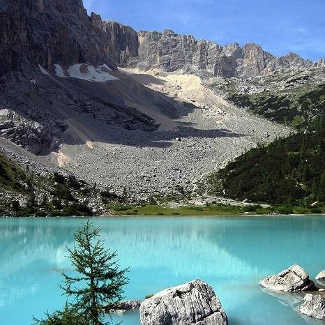 Lago di Sorapis e Rifugio Vandelli. Al cospetto del dito di Dio