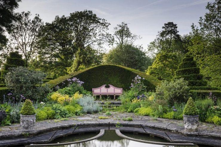 giardini inglesi famosi lily pool garden highgrove