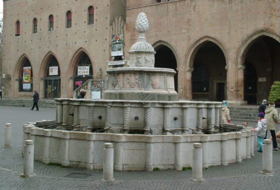 rimini centro storico fontana della pigna