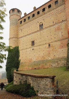 giro nelle langhe castello di serralunga
