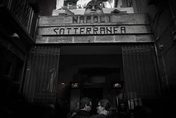 ingresso nella Napoli sotterranea accesso in piazza San Gaetano 68...