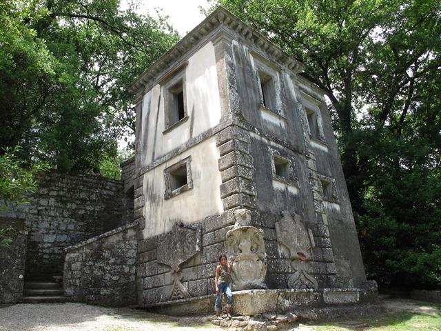 Bomarzo - Sacro Bosco - Casa pendente