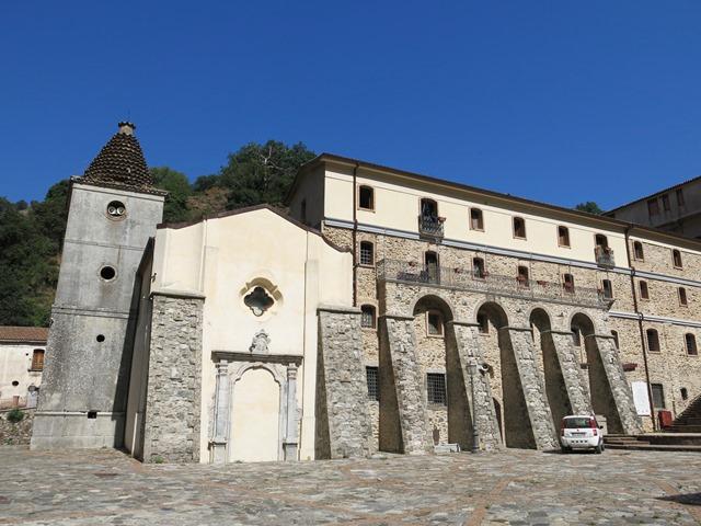 Santuario della Madonna della Montagna di Polsi -Campanile, la porta murata e il convento