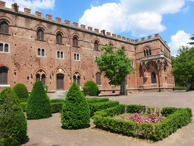 Castello di Brolio Gaiole in Chianti in sidecar