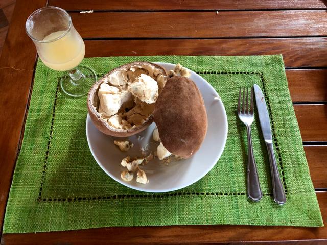 Madagascar A tavola cosa mangiare frutto Baobab