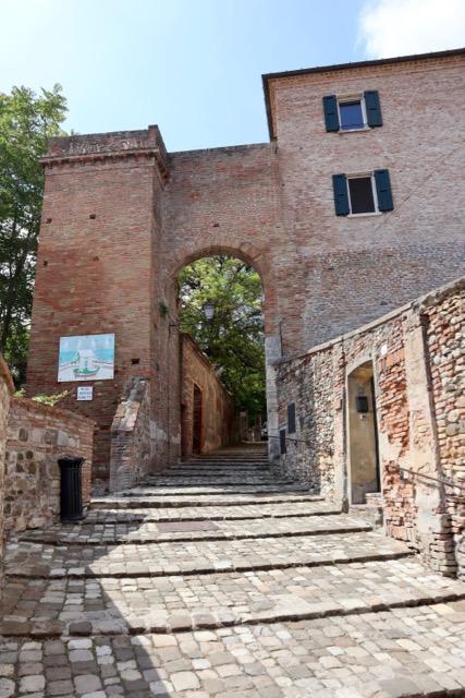 Cosa vedere a Santarcangelo di Romagna - Porta del campanone vecchio