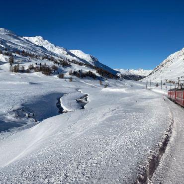 Trenino Rosso del Bernina e la Valtellina. Viaggio nel cuore delle Alpi
